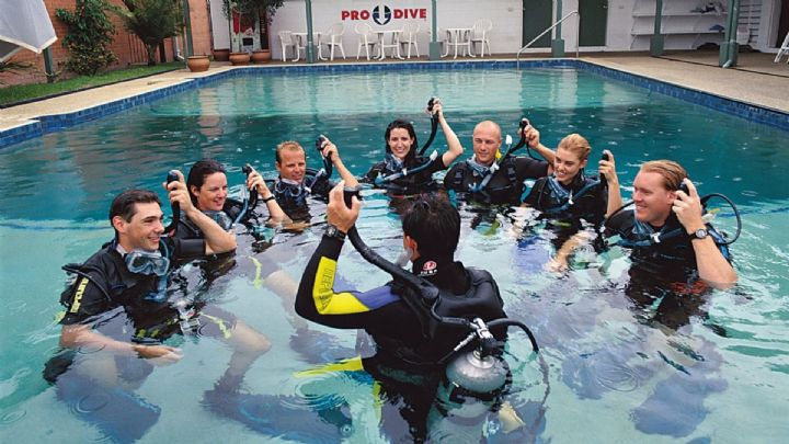 Students at Pro Dive Cairns completing their pool training
